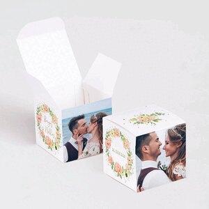 farbenfroehliche-geschenkboxen-goldfolie-und-blumenkranz-TA0175-1900026-07-1